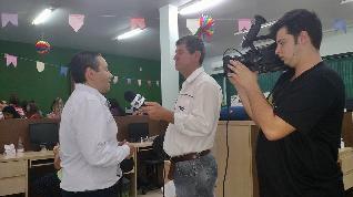 José Eduardo sendo entrevistado pela TVD.